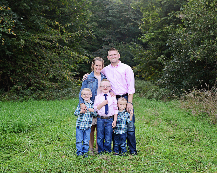 Family Portraits, Outdoor family portraits, family of 5 portraits, family portraits with boys